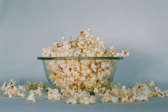 Färdigpoppade popcorn blir ett perfekt tilltugg på bröllop